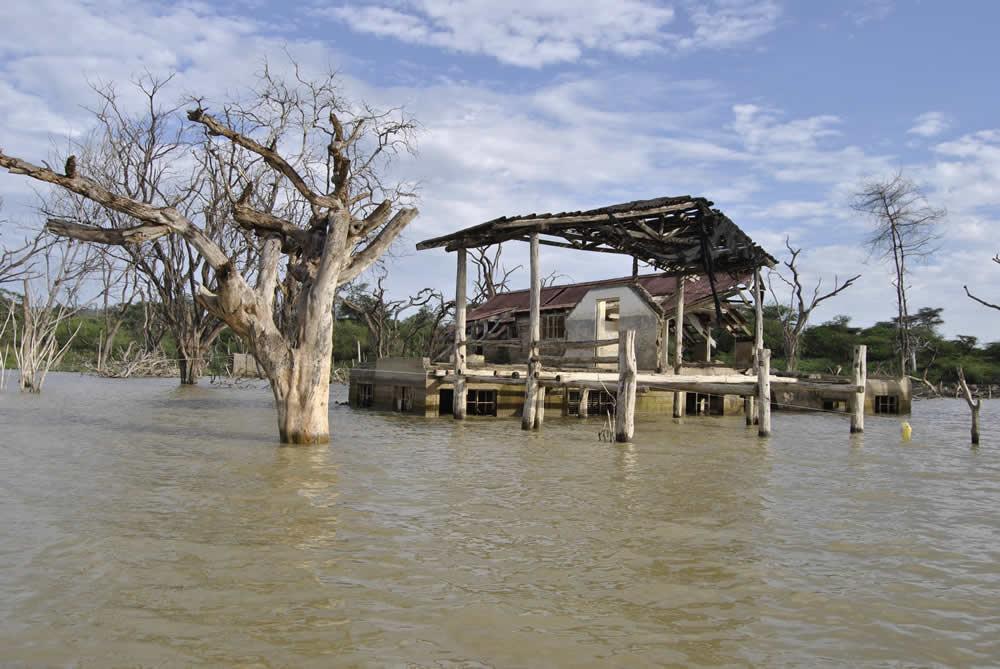 Antigua casa inundada en lago Baringo
