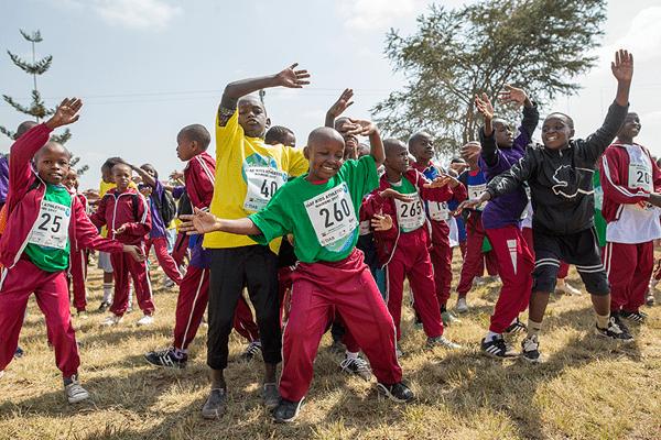 Niños de Kenia haciendo ejercicio