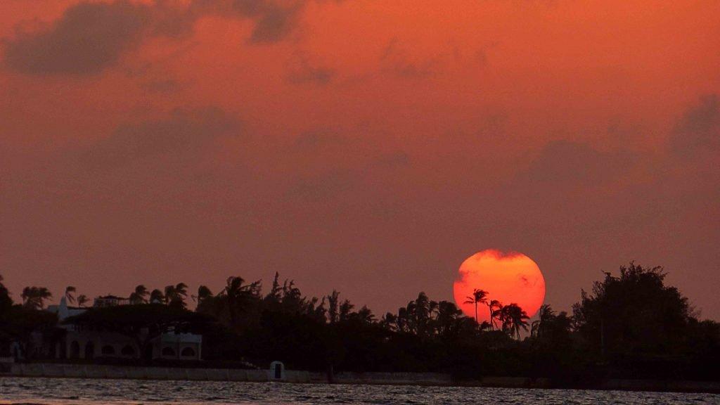 Isla de lamu sunset