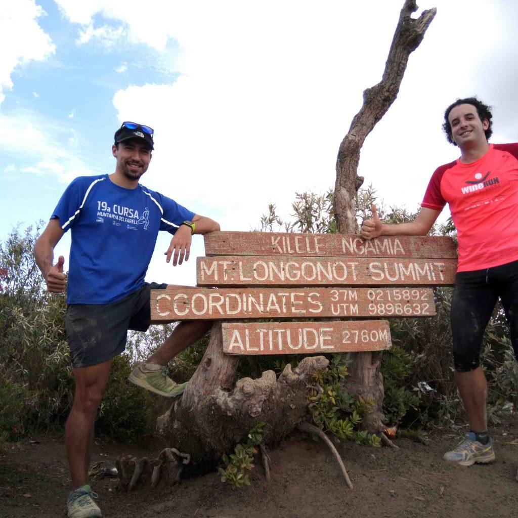 Arnau y Edu en el Mount Longonot de caminata