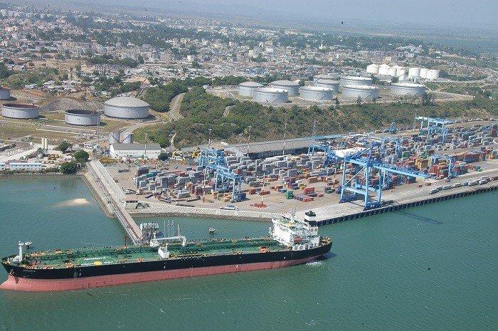 Petrolero en el puerto de Mombasa
